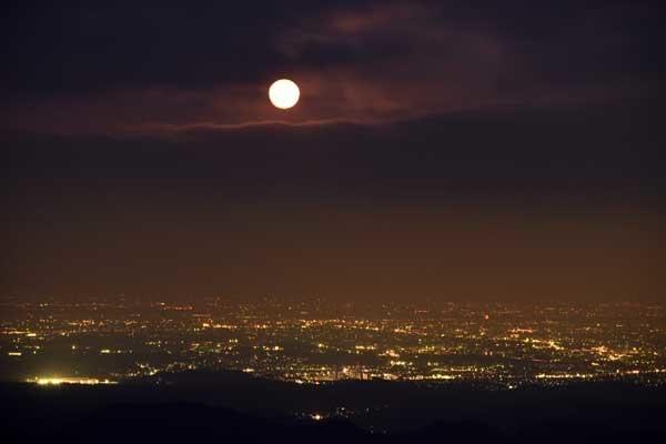 御岳山からみた月の出_f0173596_20521550.jpg