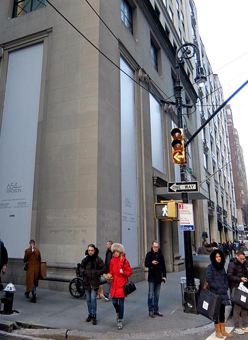 バーニーズ・ニューヨーク本店、閉店直前のホリデー・ウィンドウ_b0007805_10534789.jpg