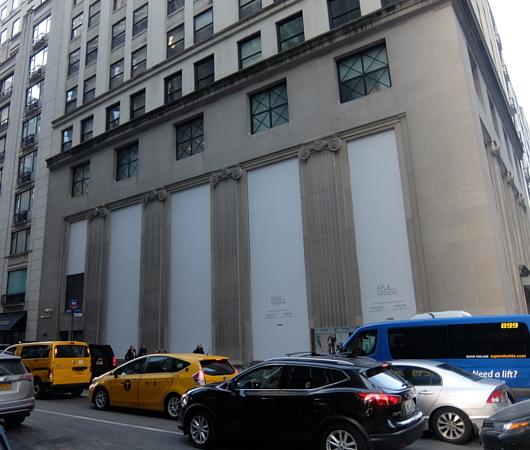 バーニーズ・ニューヨーク本店、閉店直前のホリデー・ウィンドウ_b0007805_11080055.jpg