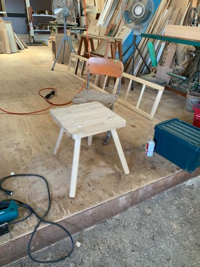 思い付きで椅子製作 彼の初デザイン_f0053665_13141367.jpg