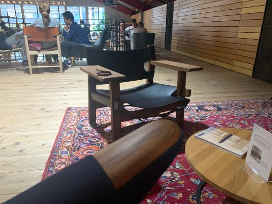 ウェグナー椅子に触れた 大阪_f0053665_16514558.jpg