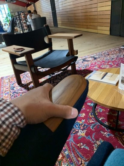 ウェグナー椅子に触れた 大阪_f0053665_16560380.jpg