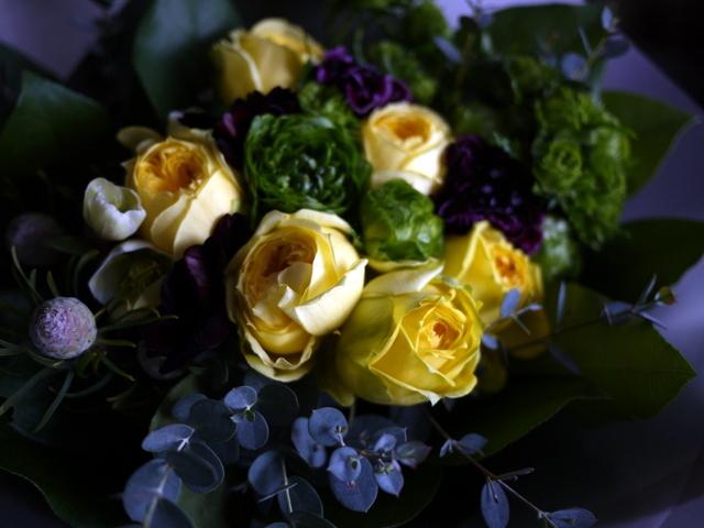 お誕生日の女性への花束。「黄色のバラをメインで」。西14にお届け。2020/01/06。_b0171193_00012122.jpg