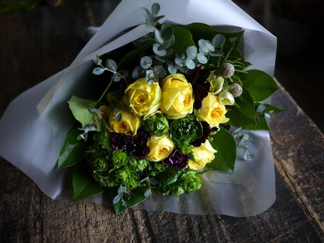 お誕生日の女性への花束。「黄色のバラをメインで」。西14にお届け。2020/01/06。_b0171193_00013115.jpg