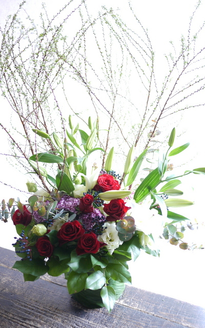 ピアノのホームコンサートにアレンジメント。「新春らしく、かつ華やかな感じ」。上野幌3条にお届け。2020/01/12。_b0171193_00265426.jpg