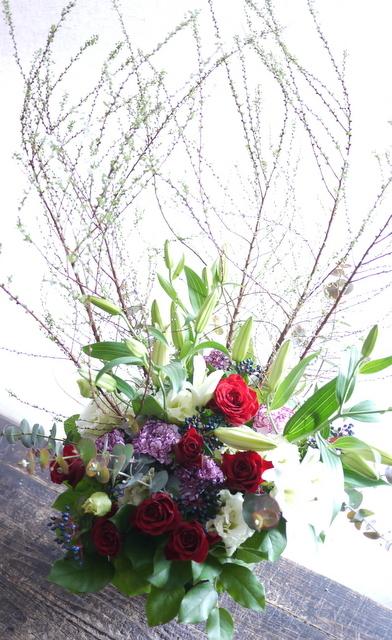 ピアノのホームコンサートにアレンジメント。「新春らしく、かつ華やかな感じ」。上野幌3条にお届け。2020/01/12。_b0171193_00265720.jpg
