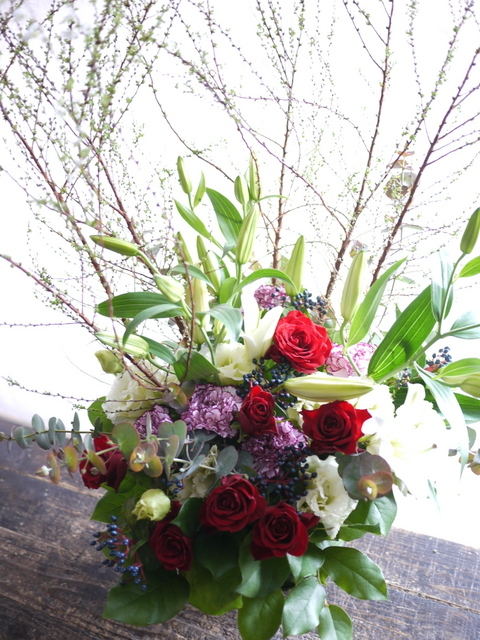 ピアノのホームコンサートにアレンジメント。「新春らしく、かつ華やかな感じ」。上野幌3条にお届け。2020/01/12。_b0171193_00270894.jpg