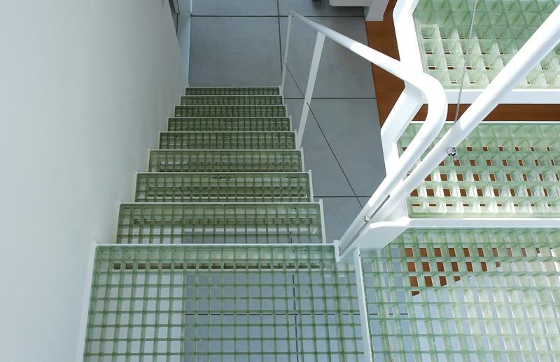 FRPグレーチングの階段!_c0148401_11415054.jpg