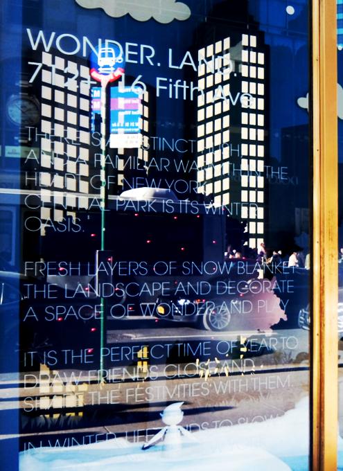 NY五番街に史上初めてエリアを活気づけるためのホリデー・ウィンドウ_b0007805_12180330.jpg