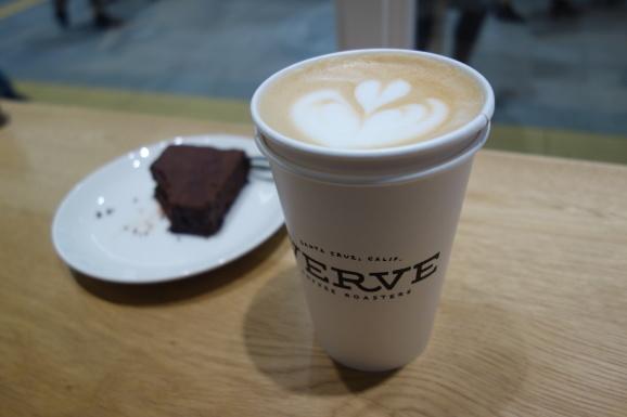 VERVEさんでラテとチョコレートケーキ_e0230011_17013467.jpg