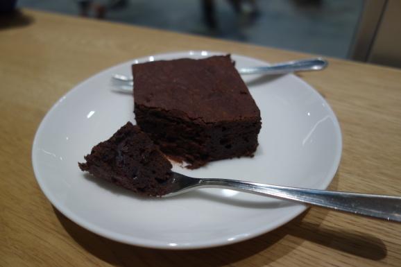 VERVEさんでラテとチョコレートケーキ_e0230011_17015546.jpg