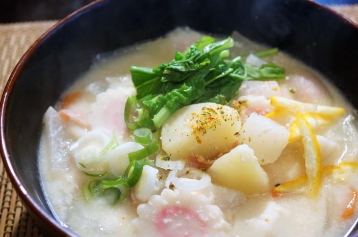 ■ランチスープ【お野菜ゴロゴロの粕汁】味付けは塩のみで旨い!_b0033423_07551680.jpg