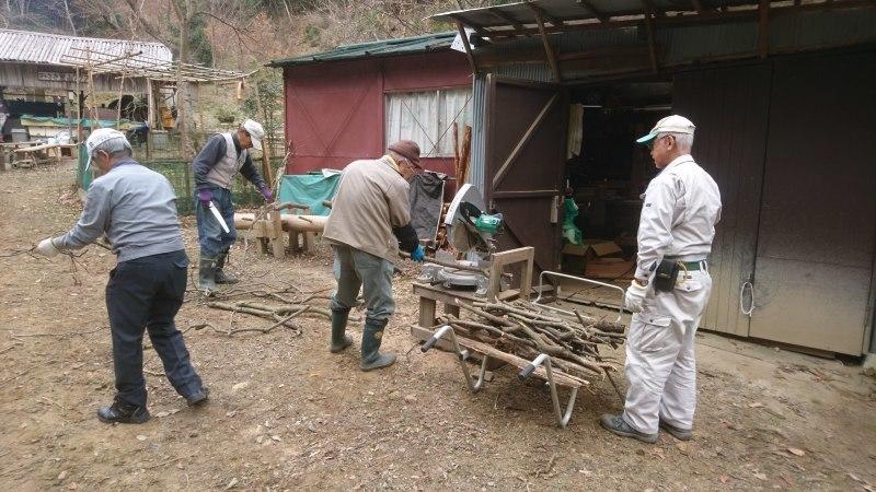 林道の清掃と仕事始め_c0239329_21261002.jpg