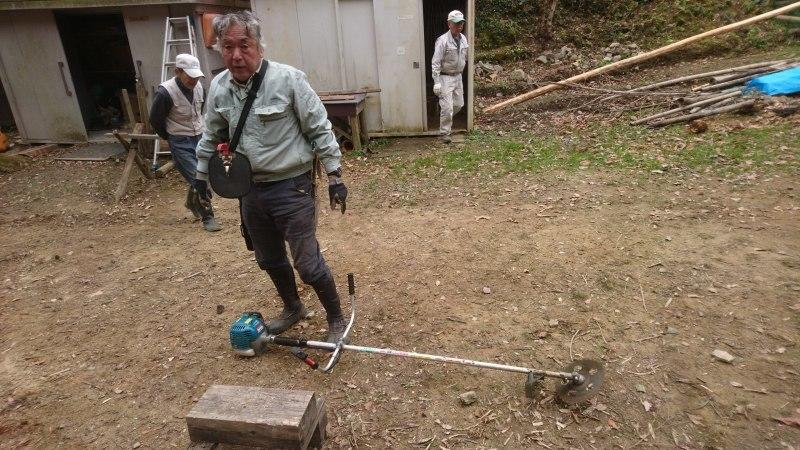 林道の清掃と仕事始め_c0239329_21261180.jpg