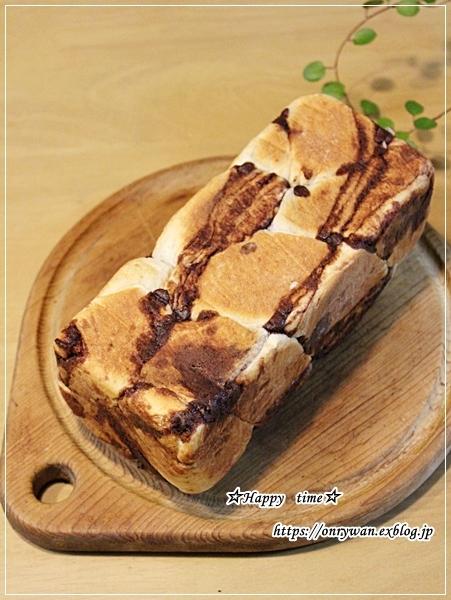 ほぐし鮭とハムステーキ弁当とチョコシートで折込み食パン♪_f0348032_18044532.jpg