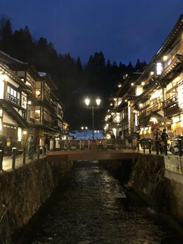 家族旅行で『銀山温泉』。ライトアップされた幻想的な大正ロマンの街並み_f0023333_21594927.jpg