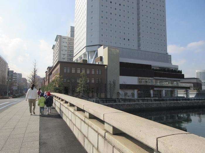 【桜木町駅からアパホテルまでの道のり】てくてくのろり徒歩23分_b0009849_17444646.jpg