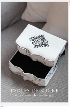 自宅レッスン スライド式の箱 カトラリーケース オーバルトレイ がま金口の箱 スカラップパニエ ティッシュケース_f0199750_21103019.jpg