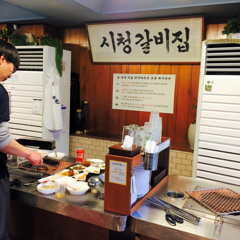 ソウル旅行 2 市庁駅で最高に美味しいデジカルビに出会う「キョデカルビチプ」_f0054260_04443376.jpg