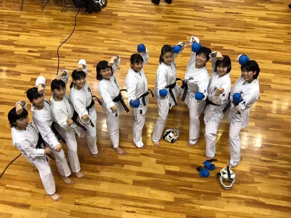中学女子団体組手で優勝・3位 8th和歌山ビッグホエール大会_e0238098_10212149.jpg