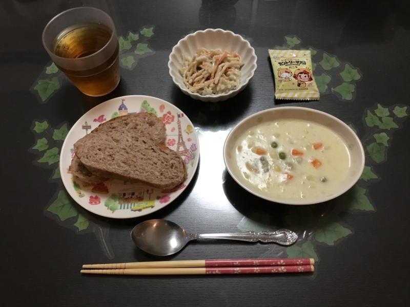 しらゆり荘 朝食 :  クラムチャウダー、ごぼうサラダ、くるみパン_c0357519_06450830.jpeg