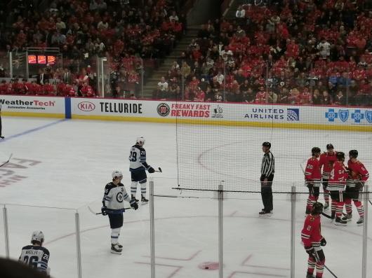 NHL観戦中に・・・撃沈しているひと_| ̄|○_e0303431_18072191.jpg