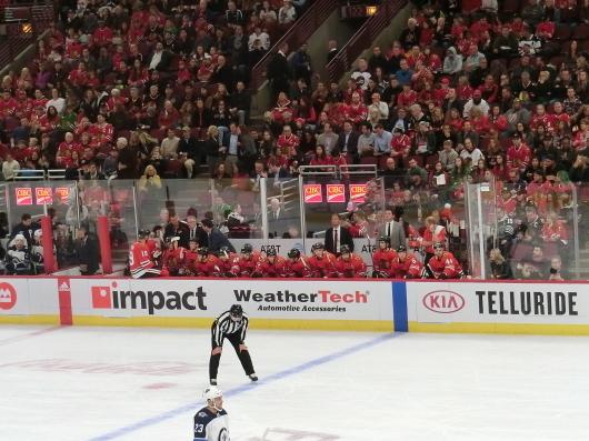 NHL観戦中に・・・撃沈しているひと_| ̄|○_e0303431_18102514.jpg