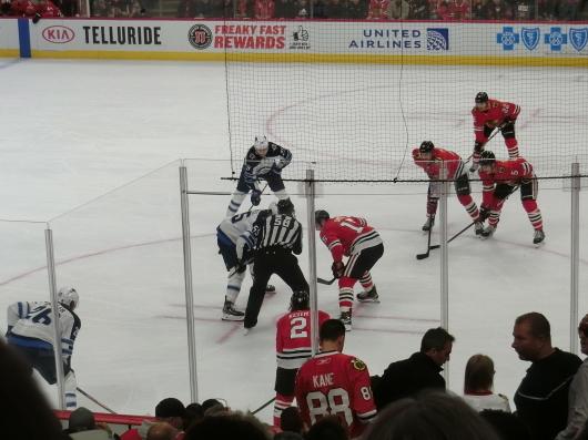 NHL観戦中に・・・撃沈しているひと_| ̄|○_e0303431_18132088.jpg