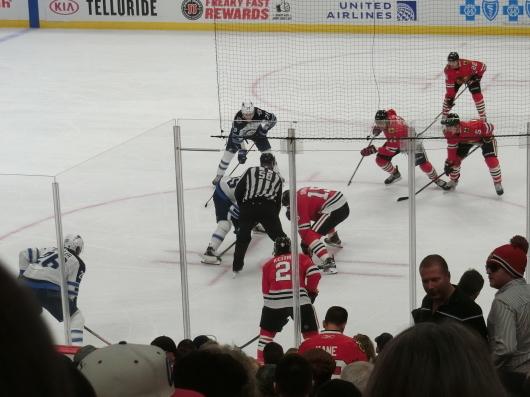 NHL観戦中に・・・撃沈しているひと_| ̄|○_e0303431_18135350.jpg
