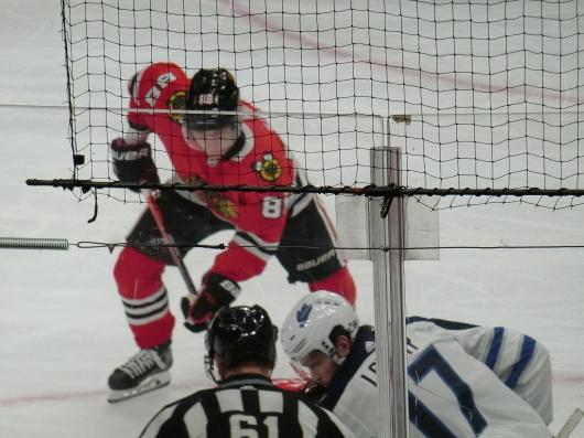 NHL観戦中に・・・撃沈しているひと_| ̄|○_e0303431_18153661.jpg
