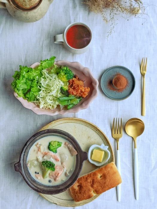 鮭のクリーム煮朝ごはん_b0277136_08333516.jpeg