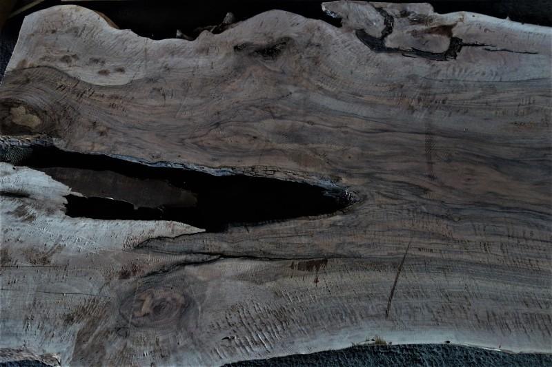 割れがつくる景色 割れた板、割れた柱_e0156341_07043616.jpg