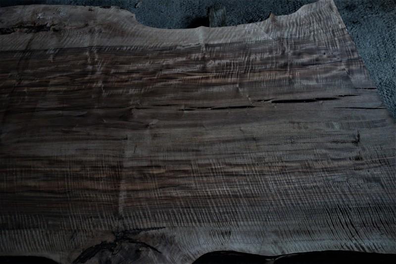 割れがつくる景色 割れた板、割れた柱_e0156341_07052241.jpg