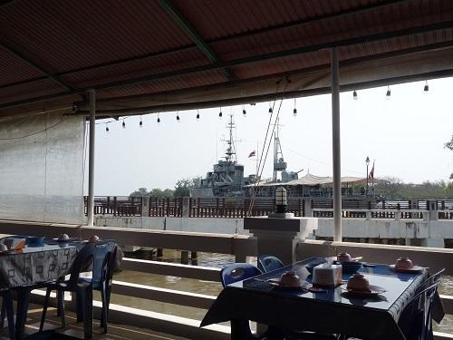 メークロン号横の海軍レストランでマテガイの辛いの_c0030645_23224295.jpg