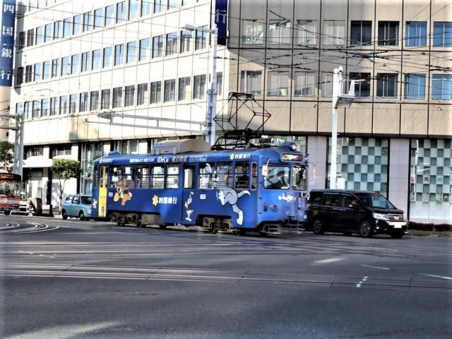 高知の街を走る路面電車、いろんな路面電車にびっくり、可愛い高知の路面電車と観光巡り_d0181492_00222314.jpg