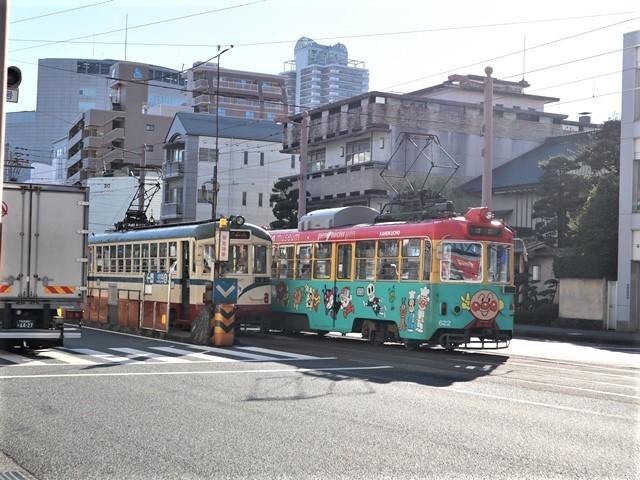 高知の街を走る路面電車、いろんな路面電車にびっくり、可愛い高知の路面電車と観光巡り_d0181492_00233273.jpg