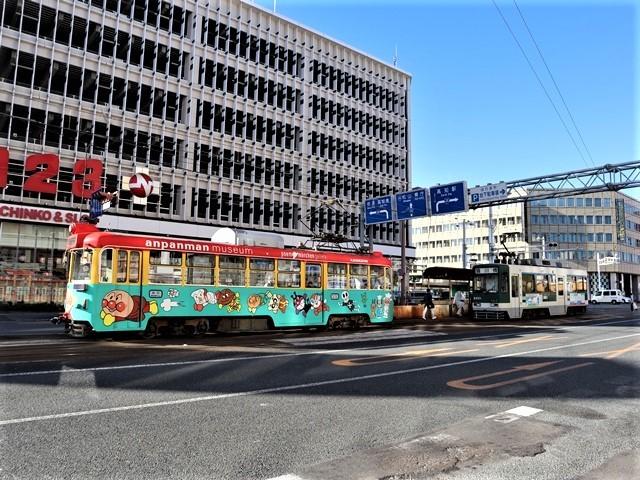 高知の街を走る路面電車、いろんな路面電車にびっくり、可愛い高知の路面電車と観光巡り_d0181492_00234112.jpg