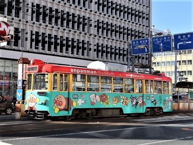 高知の街を走る路面電車、いろんな路面電車にびっくり、可愛い高知の路面電車と観光巡り_d0181492_00235797.jpg