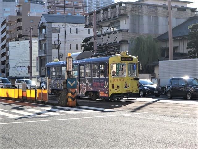 高知の街を走る路面電車、いろんな路面電車にびっくり、可愛い高知の路面電車と観光巡り_d0181492_00245668.jpg