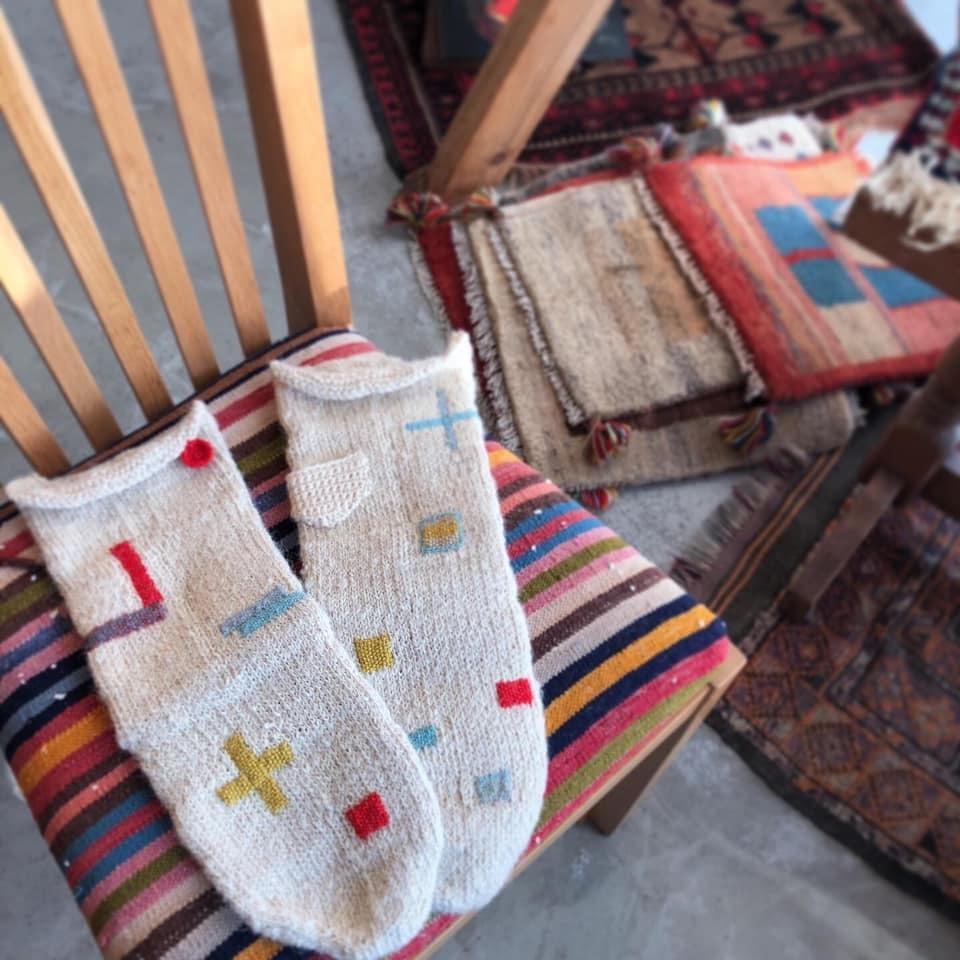 冬の愉しみ イランの靴下とダーニング展_d0156336_19564270.jpg