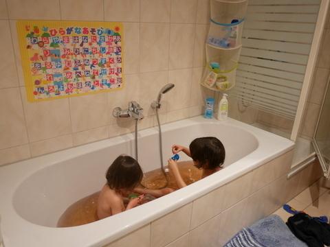お風呂遊び_f0210340_04592199.jpg