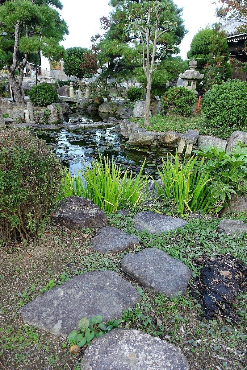 富田御坊 本照寺庭園_c0112559_08145215.jpg