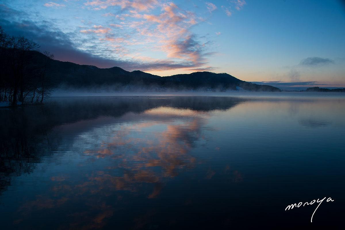 夜明けの湖_c0085877_00571579.jpg