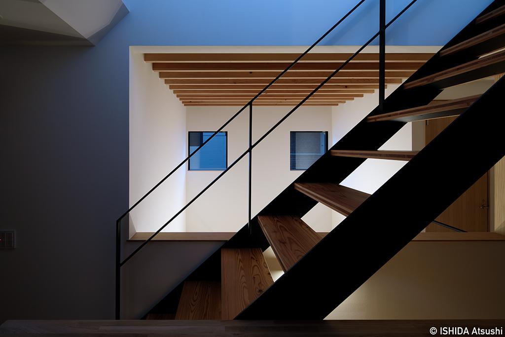 階段と吹抜けの夕景_b0061387_14085928.jpg