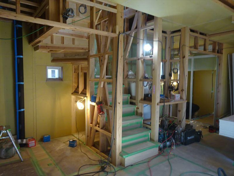 滝沢 穴口の家 大工工事進行中。_f0105112_04063607.jpg