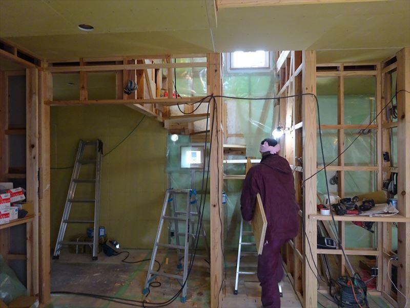 滝沢 穴口の家 大工工事進行中。_f0105112_04063631.jpg