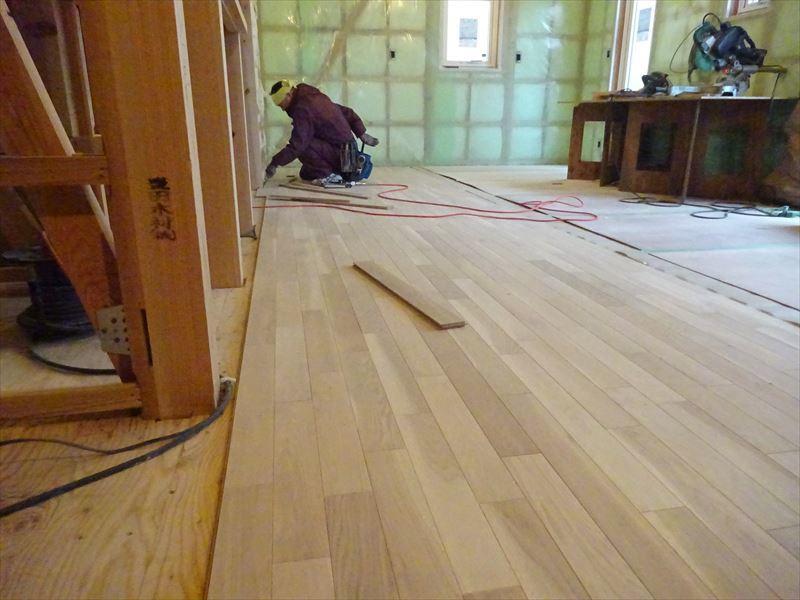 滝沢 穴口の家 大工工事進行中。_f0105112_04063637.jpg