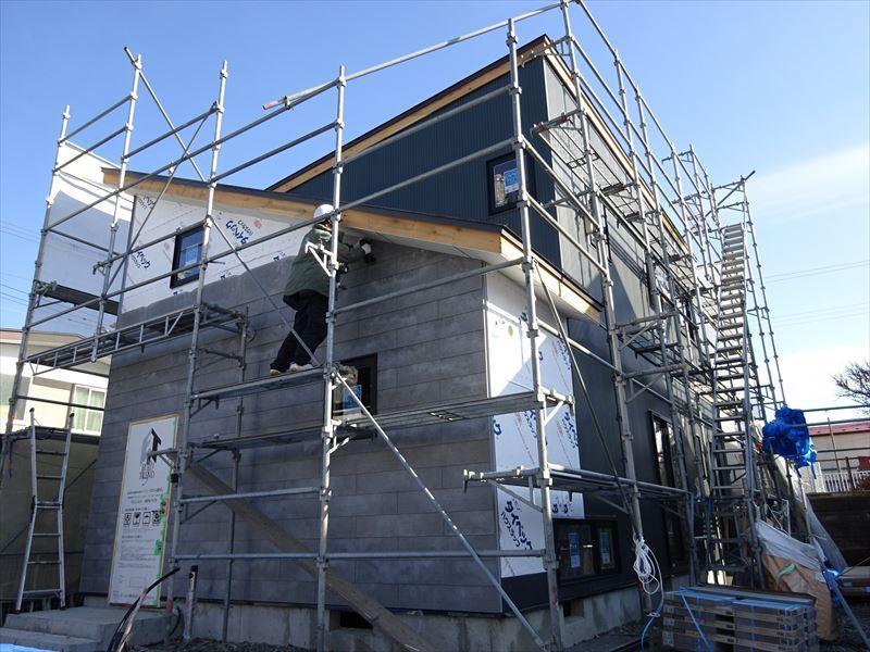 滝沢 穴口の家 大工工事進行中。_f0105112_04190813.jpg