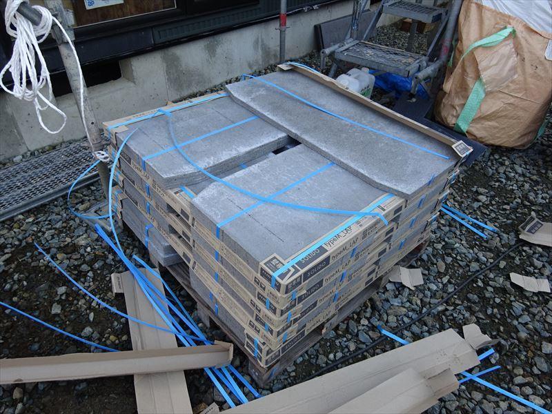 滝沢 穴口の家 大工工事進行中。_f0105112_04190835.jpg