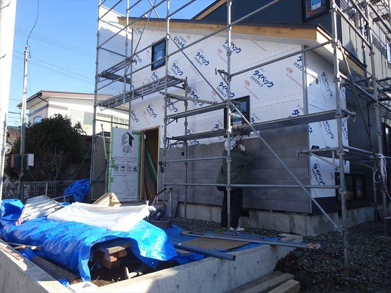 滝沢 穴口の家 大工工事進行中。_f0105112_04190860.jpg